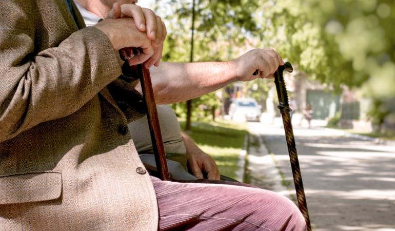 Secondo pilastro, anziani su una panchina